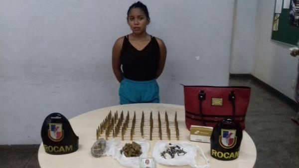 Mulher é presa em flagrante com cem munições de fuzil 762 na bolsa