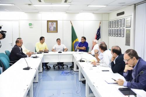 Governador David Almeida estuda modificar Lei que aumentou imposto dos combustíveis