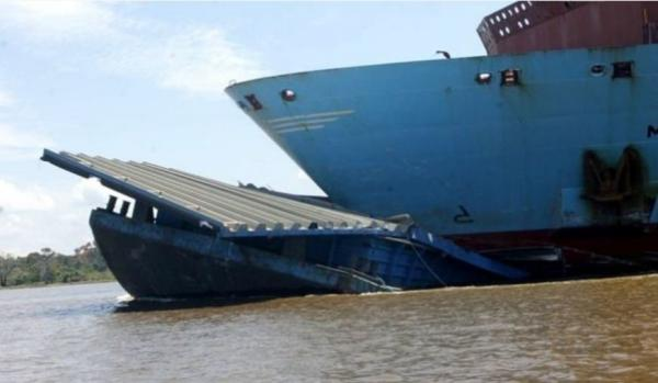 Marinha aprova plano de remoção do empurrador que naufragou no Rio Amazonas