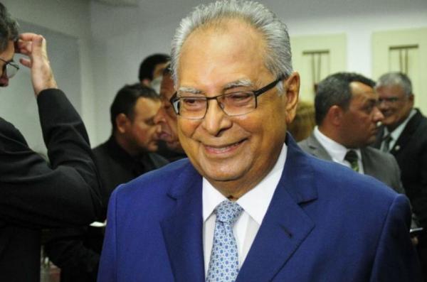 Amazonino vai ao Tribunal Regional Eleitoral para garantir sua posse como governador