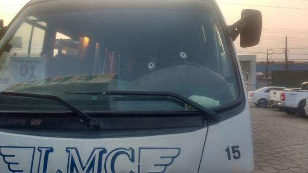 Ônibus que levava trabalhadores do Distrito é atacado por bandidos