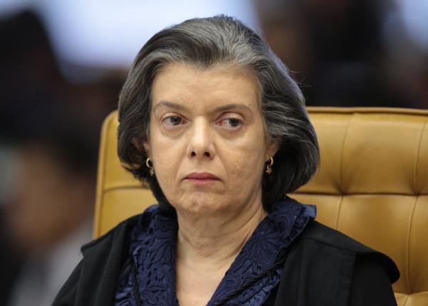 Cármen Lúcia envia denúncia sobre Temer à Câmara dos Deputados