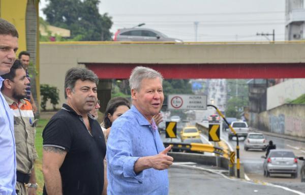 Prefeito entrega nova alça do Complexo Viário de Flores desafogando o trânsito na área