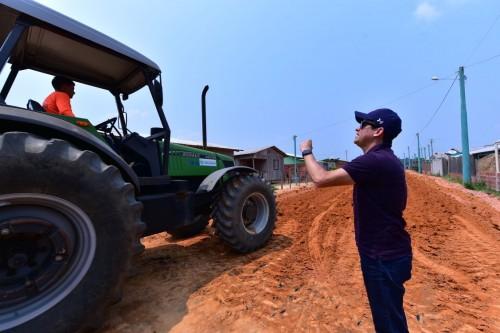 Governador David Almeida fiscaliza andamento de obras do sistema viário em Guajará