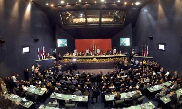 Deputados aprovam suspensão da Taxa de Licenciamento Ambiental do Detran-AM