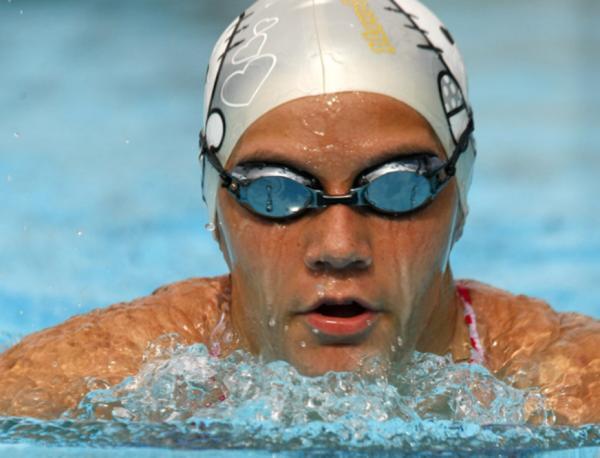 Nadadora Isabelle Nobre volta às piscinas conquistando medalhas
