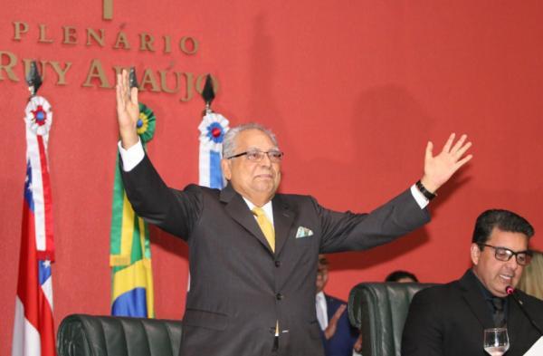 """Amazonino toma posse como governador: """"Agora é arregaçar as mangas e trabalhar"""""""