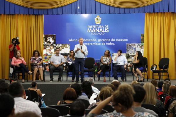 Prefeitura anuncia plano para recuperação de escolas