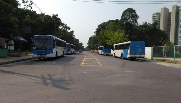 Mulher é mantida refém por mais de 2h em carro com assaltantes em Manaus