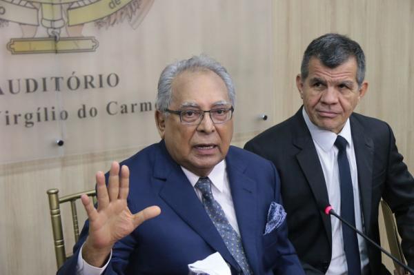 Amazonino revoga decreto de feriados e pontos facultativos