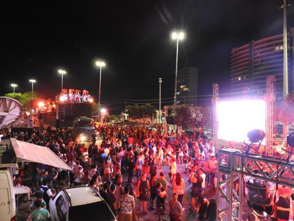 Primeira noite do Boi Manaus reúne milhares para celebrar aniversário da cidade