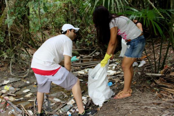 'Dia D' já retirou seis toneladas de resíduos do igarapé no Parque Municipal do Mindu