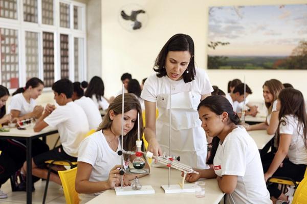 Sancionada lei que dá prioridade a professores para receber restituição do IR