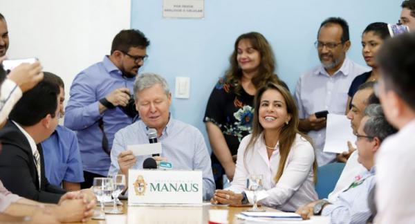 Arthur Neto anuncia reajustes e correções salariais para seis categorias do serviço público