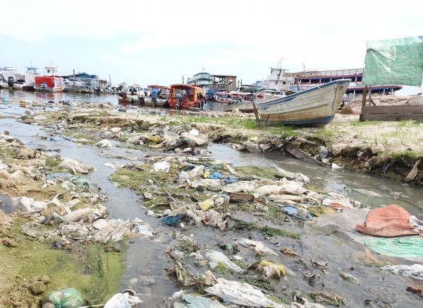 Em 8 meses, mais de 3,5 mil toneladas de lixo são retiradas de igarapés em Manaus