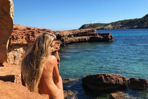 Yasmin Brunet posta foto nua em meio a cenário paradisíaco
