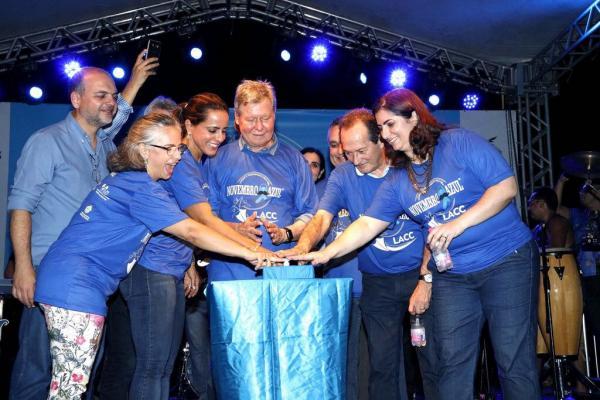 Ponta Negra se ilumina de azul para saudar a chegada de novembro dedicado à saúde do homem