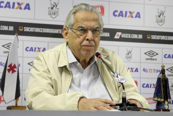 Eurico interrompe Zé Ricardo e garante Libertadores
