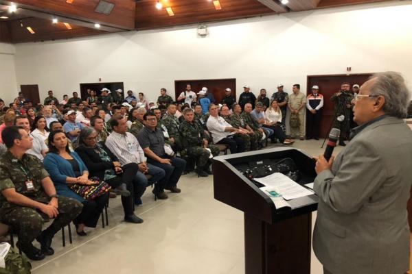 Na Colômbia, Amazonino pede união da tríplice fronteira