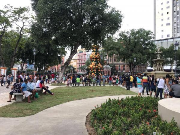 Praça da Matriz, no Centro de Manaus, é reaberta e encanta o público