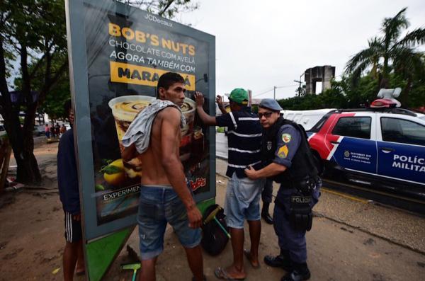 PM caça falsos limpadores de vidro em Manaus