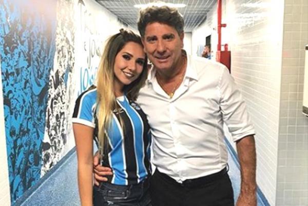 Carol Portaluppi leva bronca de Renato Gaúcho após festa no vestiário do Grêmio