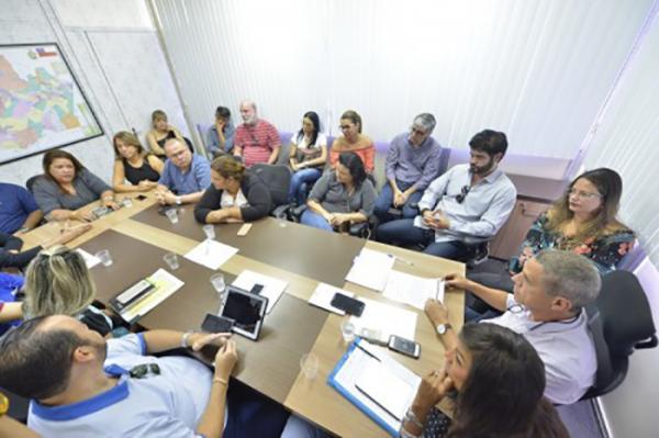 Governo do Amazonas fecha acordo histórico com empresas que prestam serviço na Saúde