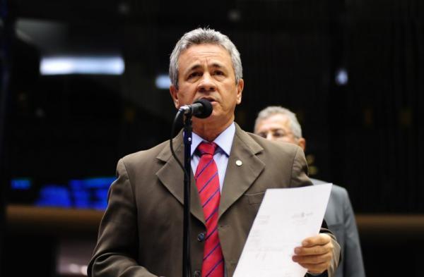 """Carlos Souza protesta contra construção de presídio federal no AM: """"Escritório do Crime!"""""""