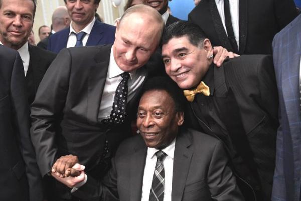 Em cadeira de rodas, Pelé é ovacionado em sorteio do Mundial de 2018