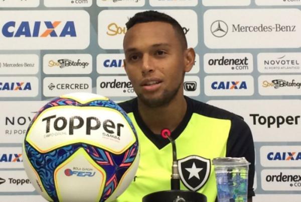 Lateral do Botafogo sondado pelo Fluminense deve fechar com a Ponte Preta