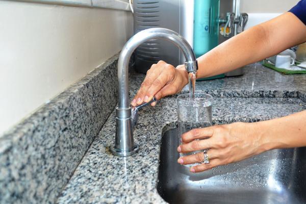 Manaus Ambiental diz que água já pode ser bebida direto da torneira