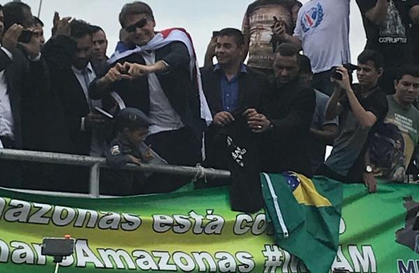 Bolsonaro diz em Manaus que quer dar carta branca para PM matar