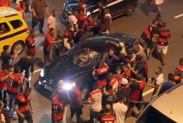Flamengo critica PM e culpa torcedores sem ingressos por confusão no Maracanã