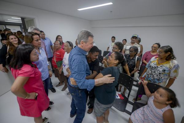 Arthur Neto entrega novo Centro de Assistência Social