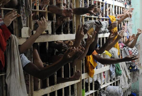 Mais de 63 mil presos farão exame para completar ensinos fundamental e médio