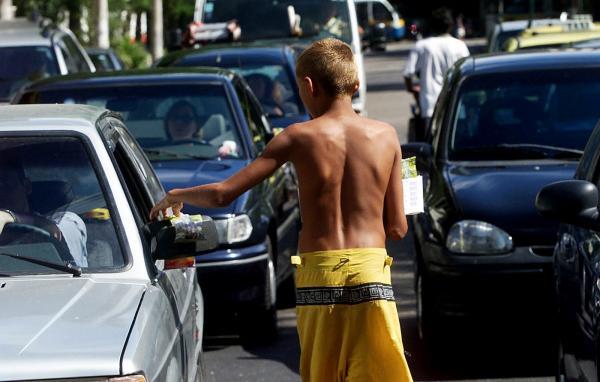 Amazonino lança projeto para retirar das ruas crianças e adolescentes que trabalham em semáforos de Manaus