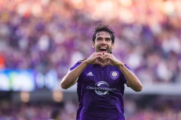 Com 35 anos, ídolo brasileiro Kaká anuncia aposentadoria do futebol