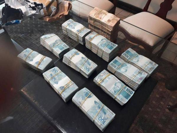 PF apreende R$ 390 mil em espécie durante operação que prendeu José Melo