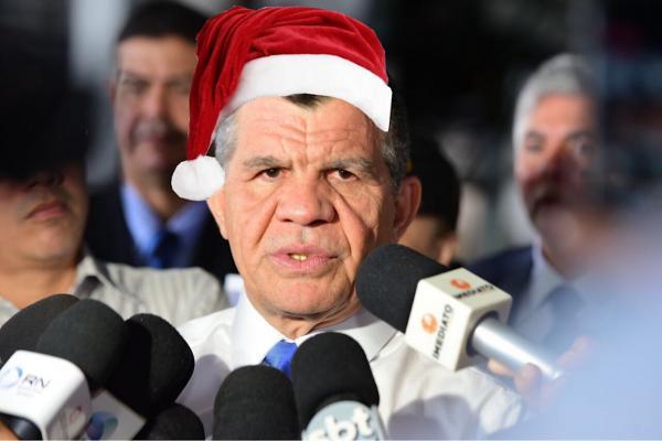 Bosco Saraiva vira papai noel no Morro da Liberdade