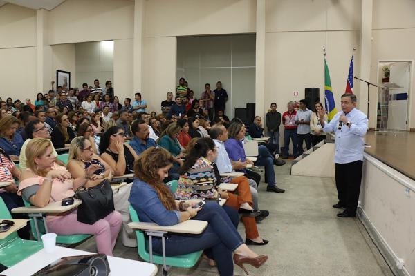 Governo do Amazonas pagará novo abono aos professores