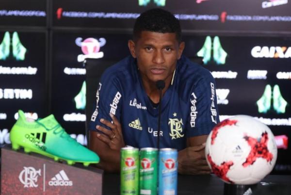 Barca no Flamengo! Clube libera Márcio Araújo para Chape e empresta nove atletas