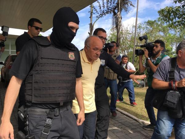 José Melo está preso em cadeia construída durante mandato dele