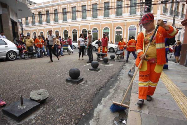 Prefeito sanciona Lei que multa quem jogar lixo na rua