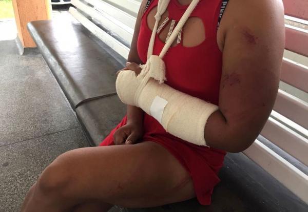 Mulher é torturada por dez homens ao tentar salvar filho de amiga de agressões
