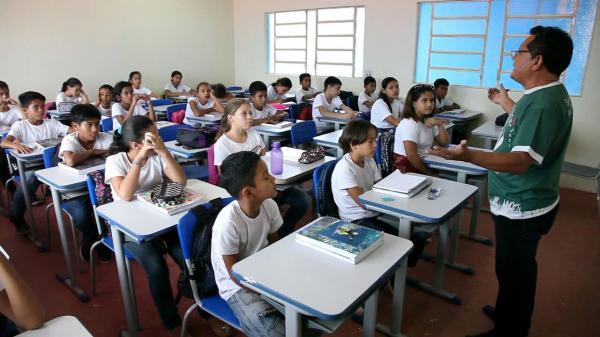 Prefeitura de Figueiredo anuncia aumento de salário para professores efetivos do município