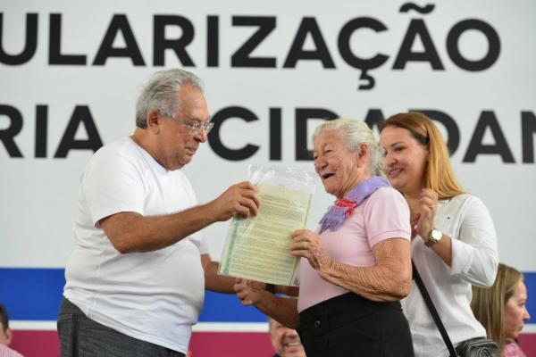 Governo do Amazonas vai entregar mais de 1,1 mil títulos definitivos