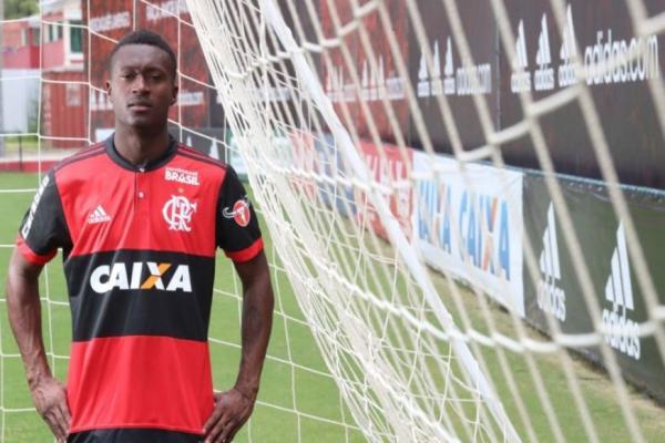 Flamengo anuncia Marlos Moreno como primeiro reforço para 2018