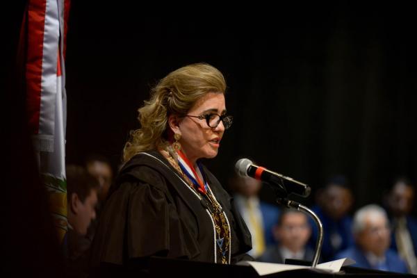 TJAM concede medalha à presidente do TCE