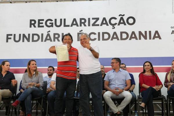 Entrega de títulos de imóveis será intensificada na capital e interior, anuncia Amazonino