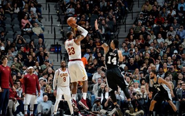 LeBron chegou aos 30 mil pontos na NBA e deve ser top 3 até o fim da carreira